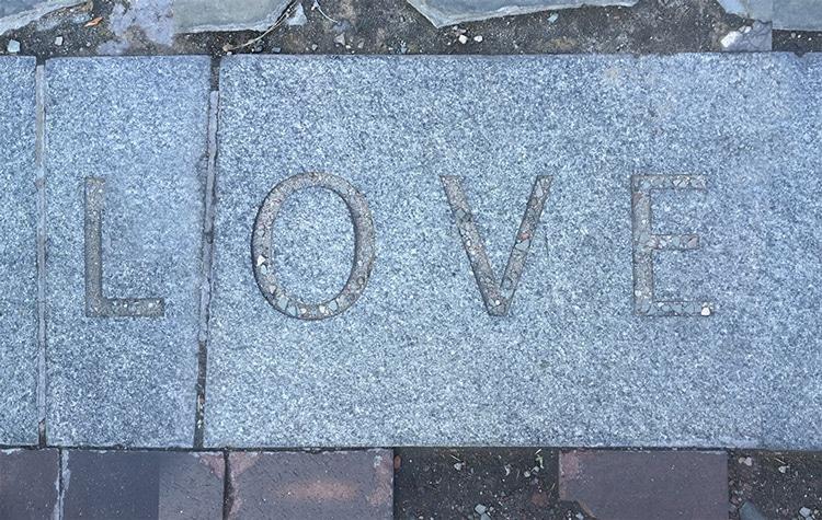 Love-on-new york promenade
